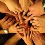 Každý člen nosí súborový prstienok