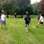 Kým sme čakali na vystúpenia, v parku sme hrávali volejbal.
