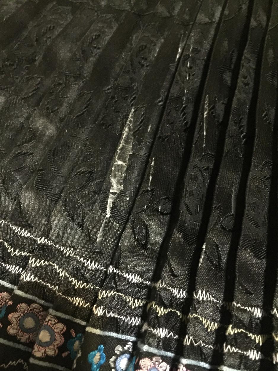 Ako odstrániť vosk z kroj, oblečenia
